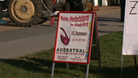 Roter Herbststurm in Auersthal